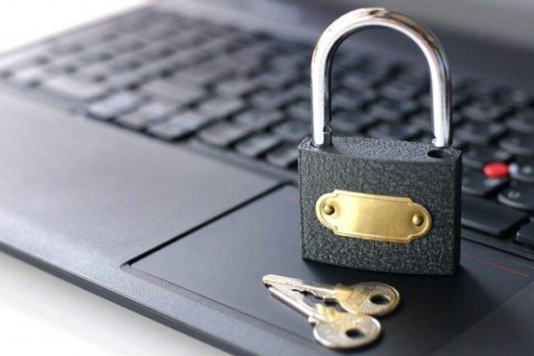 パソコンと鍵